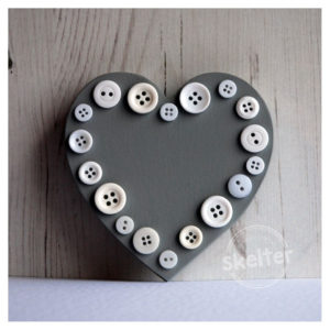 Small Freestanding Grey Button Heart With Button Outline