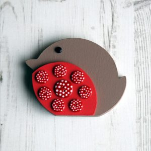 Small button robin - facing left